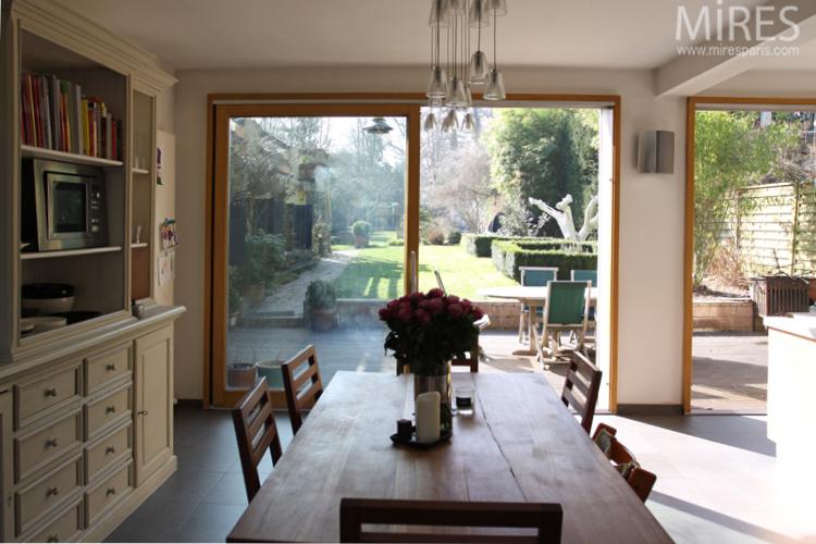S jour cuisine ouvert sur le jardin c0699 mires paris for Sejour ouvert sur cuisine