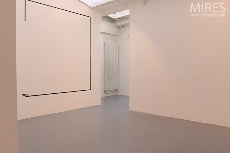Espace blanc à lumière zénithale. C0706