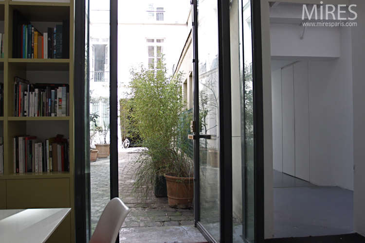 Small office opened on the courtyard. C0706