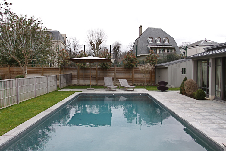Pool house verre et bois c0702 mires paris for Piscine 18eme paris