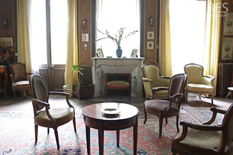 Notable's living room of province. C0712