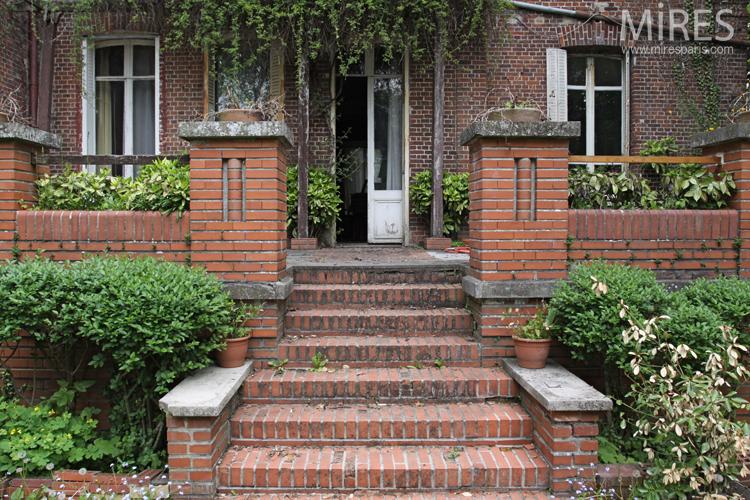 brique et verdure pour la terrasse c0712 mires paris. Black Bedroom Furniture Sets. Home Design Ideas