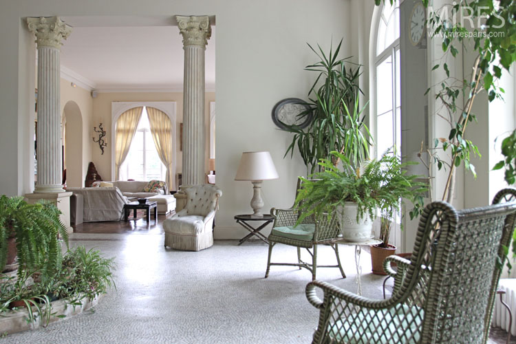 Lounge and winter garden. C0723