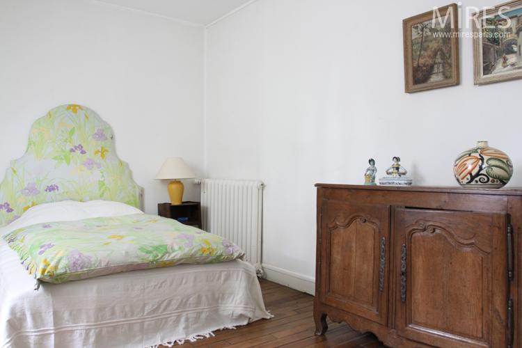 3 bedrooms on the 2nd floor. C0723