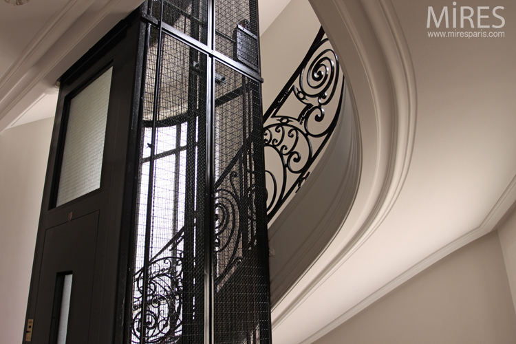 Wrought iron and red carpet. C0733