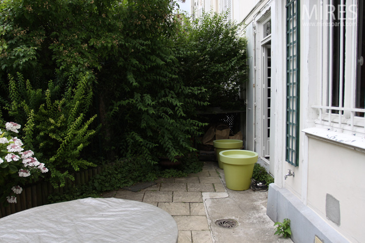 Terrace overflowing with greenery. C0734