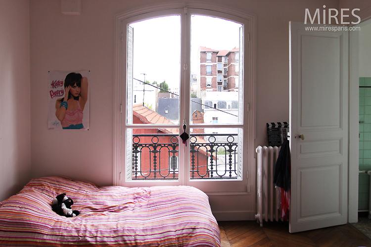 chambre de jeune fille ordonn e et sociable c0749 mires. Black Bedroom Furniture Sets. Home Design Ideas