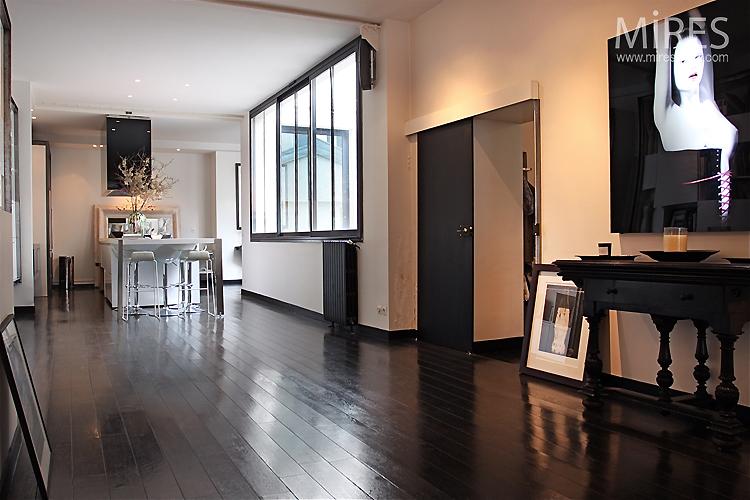 Full length living room. C0750