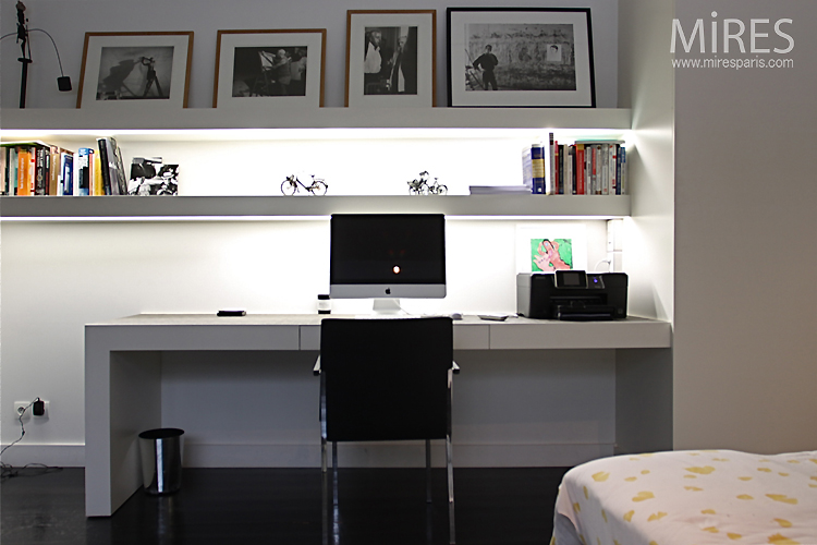 chambre bureau en noir et blanc c0750 mires paris. Black Bedroom Furniture Sets. Home Design Ideas