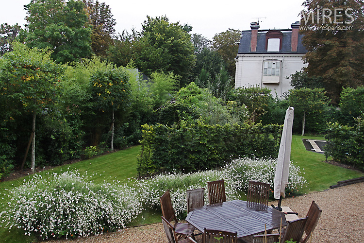 Spacious and well designed garden. C0754