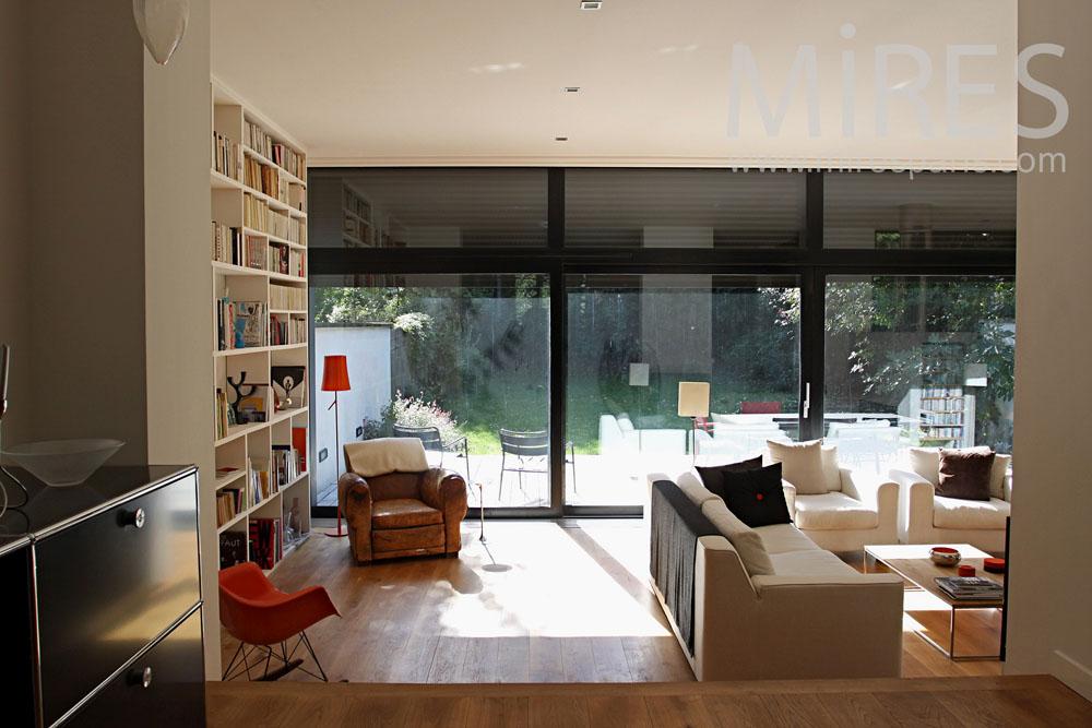 salon avec une grande baie vitr e c0762 mires paris. Black Bedroom Furniture Sets. Home Design Ideas
