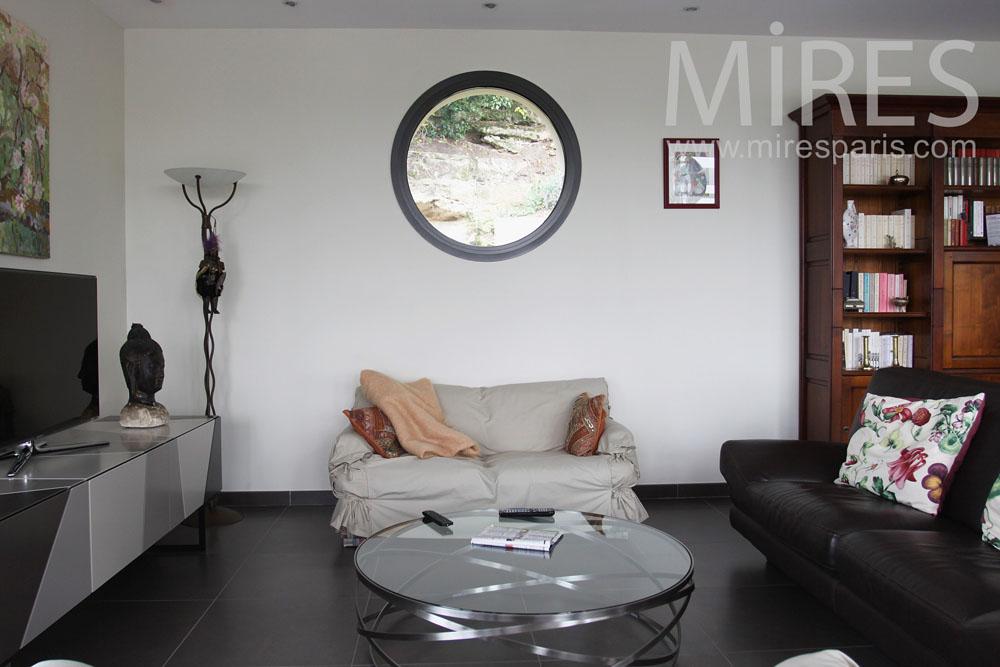 Living room with a porthole. C0767