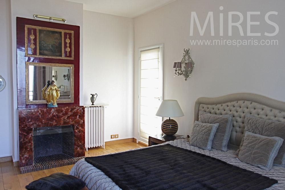Chambre coucher avec salle de bains et petit bureau Chambre a coucher avec salle de bain
