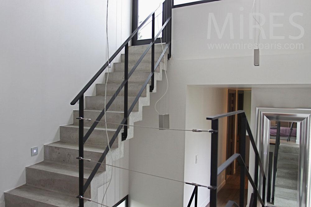 Escalier b ton et m tal vers la terrasse de toit c0777 - Escalier contemporain beton ...