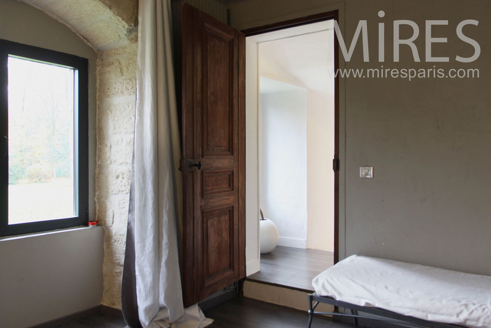 Bedroom with bathroom and dressing. C0787