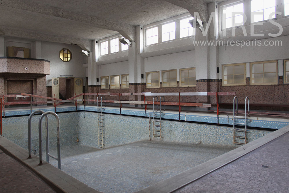 Piscine scolaire sec c0790 mires paris for Carrelage piscine interieure