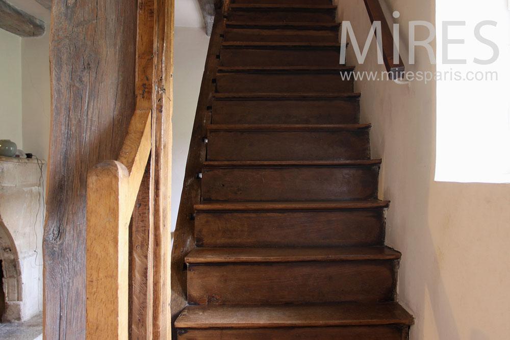 Petit Escalier En Bois. C0796