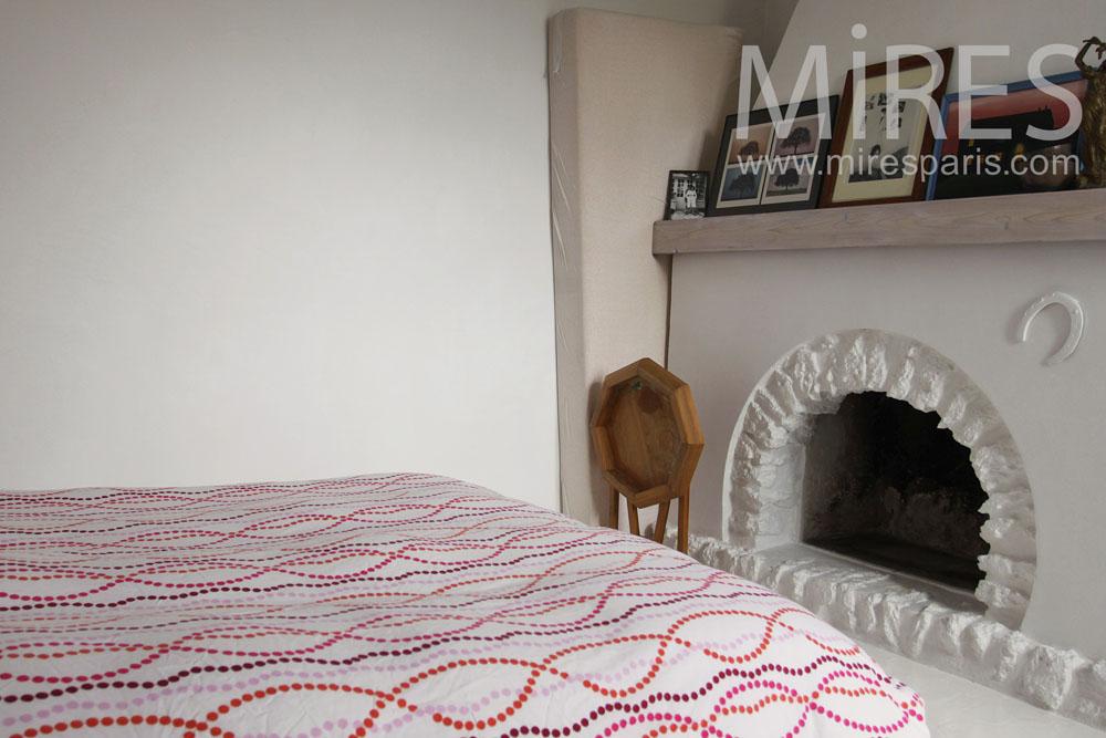 Petite chambre blanche rustique. C0796 | Mires Paris