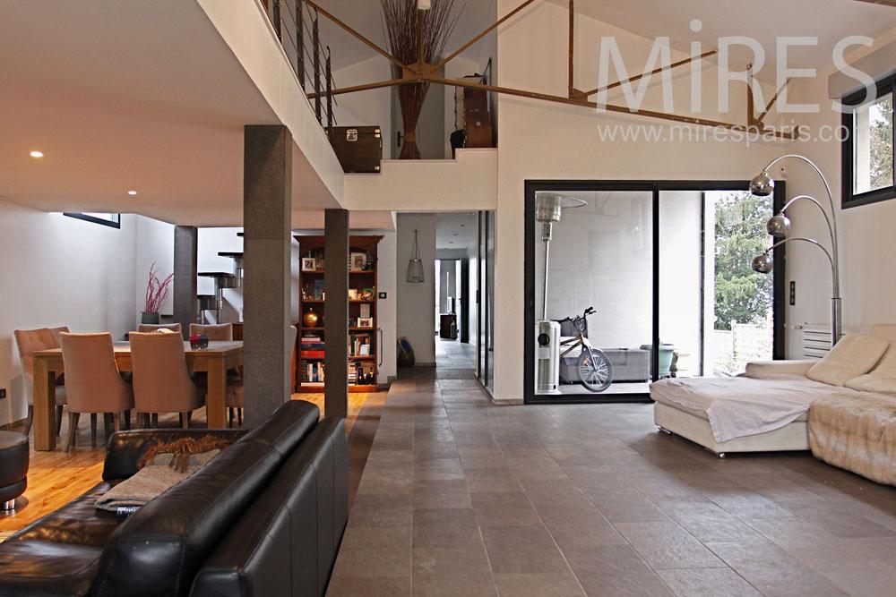 Maison loft, mélange des matières. C0801