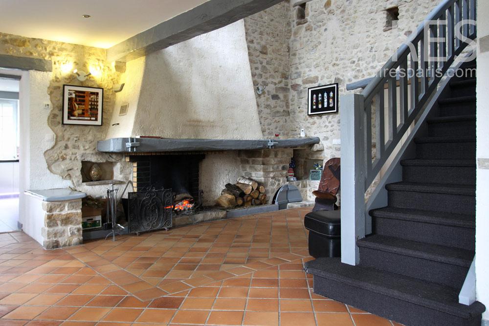Escalier bois peint et palier. C0804 | Mires Paris