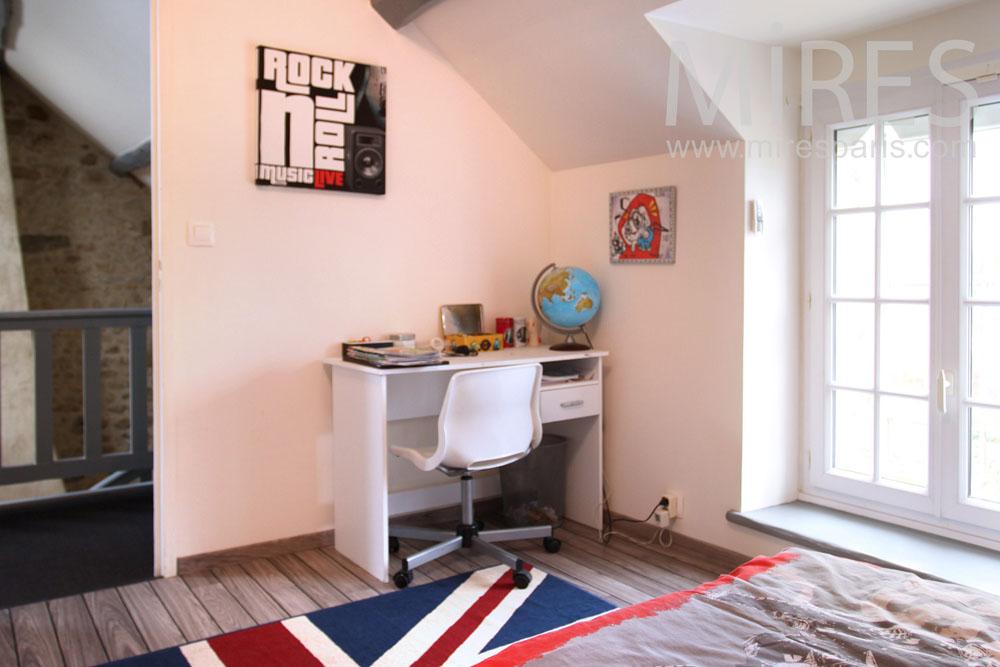 Kid's bedrooms. C0804