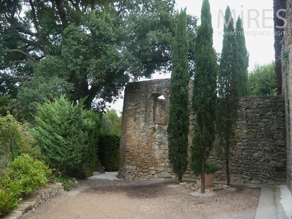 Walk around the monastery. C0811