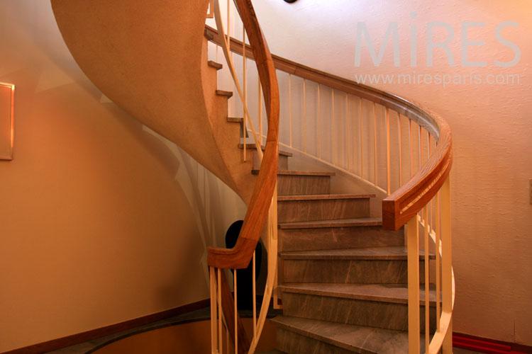 Escalier en bois. C0818