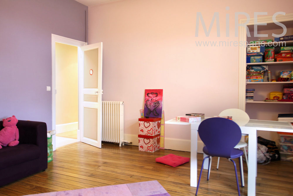Pastel bedroom, for games and homework. C0820