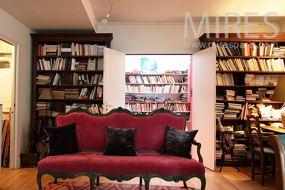 Bookcases living-room with piano. C0829