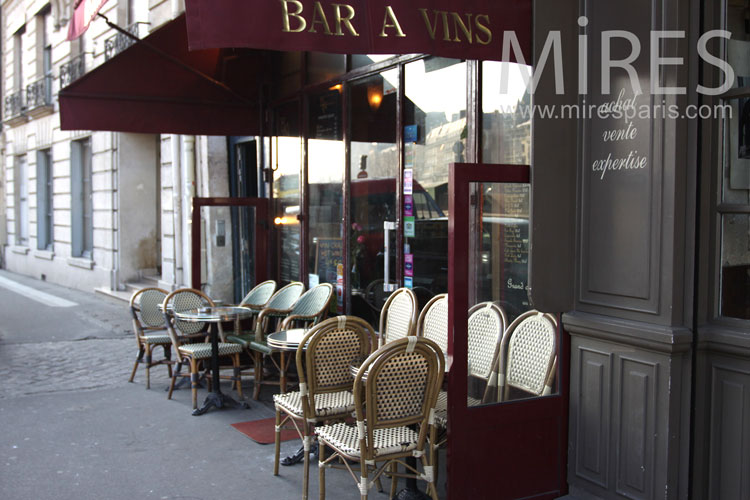 Authentique bistrot de Paris. C0831