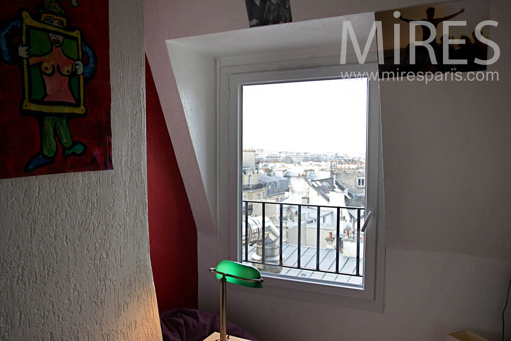 Petit bureau avec vue sur Paris. C0835