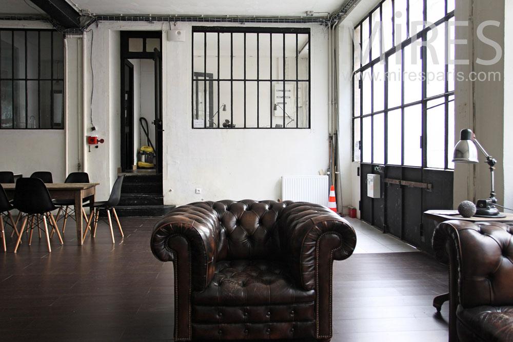 Salon anglais dans la pièce à vivre. C0836