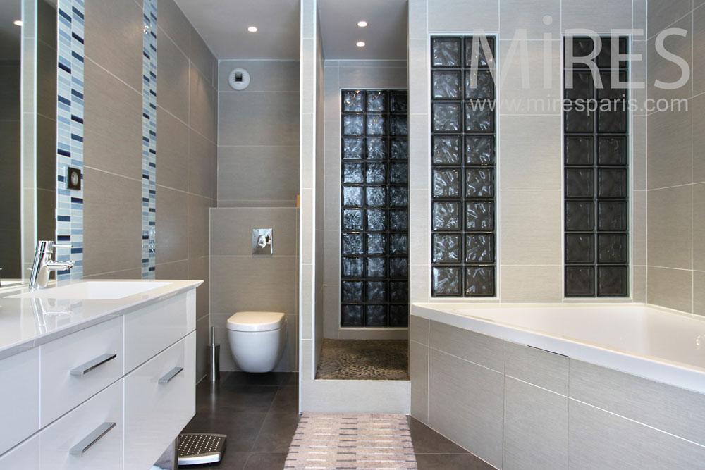 Anti-chambre buanderie et salle de bains. C0842   Mires Paris