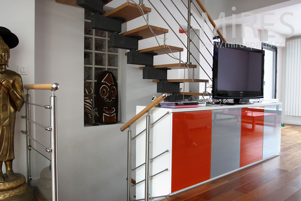 Openwork staircase. C0843