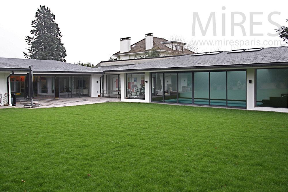 Maison moderne de plain pied c0844 mires paris for Maison contemporaine plain pied