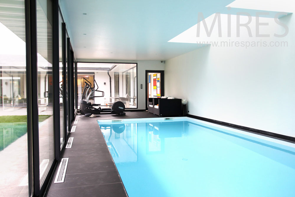 Piscine int rieure mires paris for Petite piscine interieure