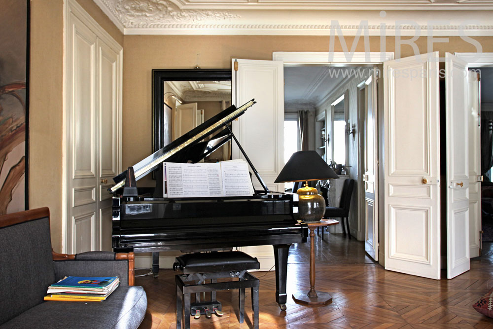 salon style art d co avec un piano queue c0851 mires paris. Black Bedroom Furniture Sets. Home Design Ideas