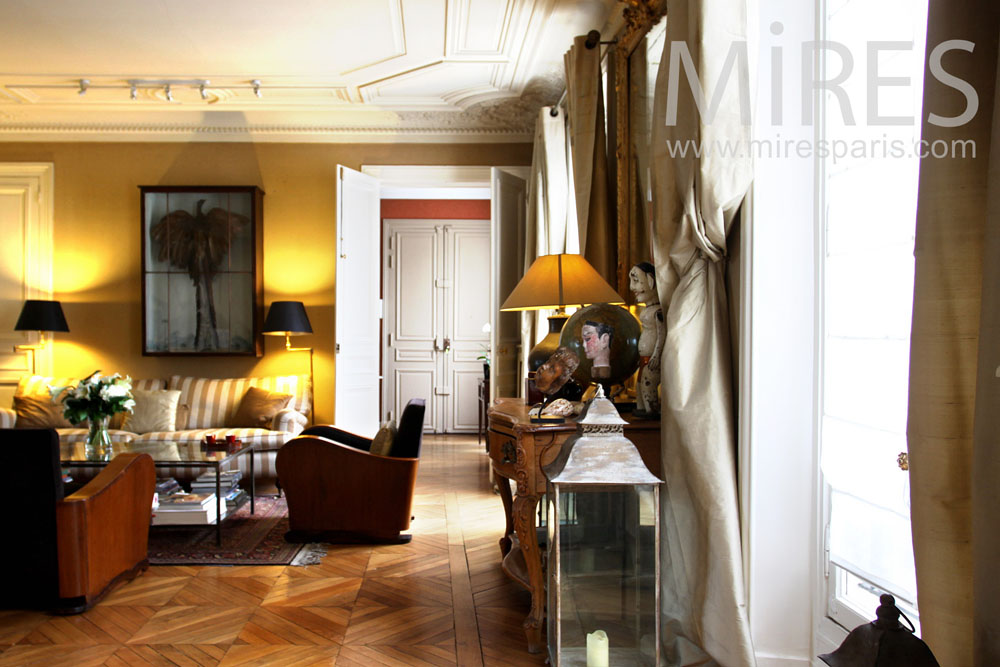Art deco living room with a piano. C0851