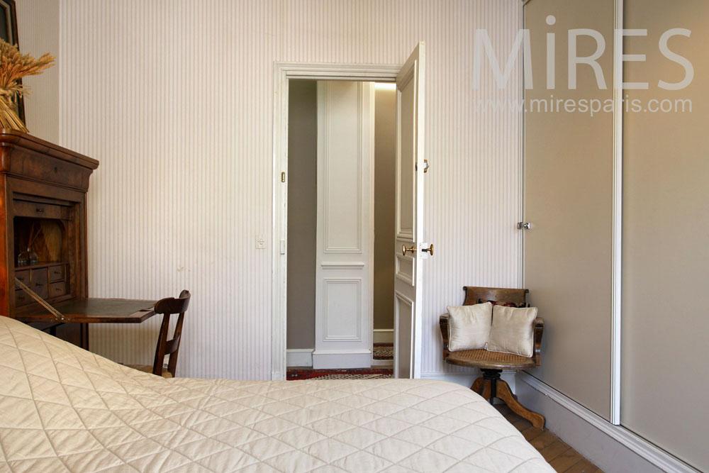 Little classical bedroom. C0851