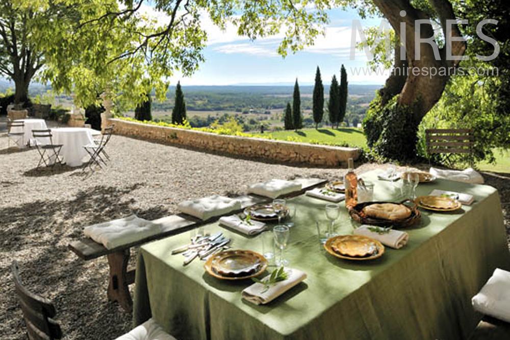 Diner romantique avec vue sur la vallée. C0865
