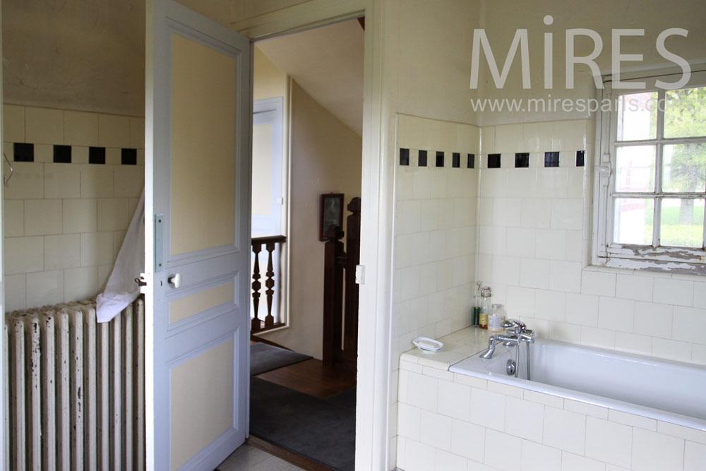 Salle de bains communes pour deux c0870 mires paris for Salle de bain commune a deux chambres