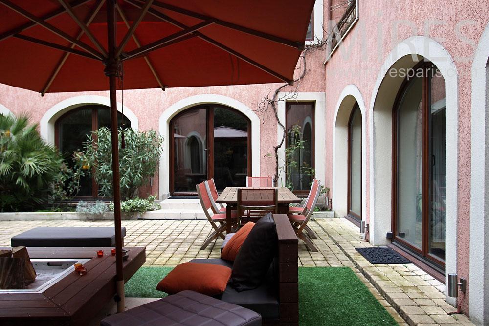 coin d tente dans la cour int rieure c0149 mires paris. Black Bedroom Furniture Sets. Home Design Ideas