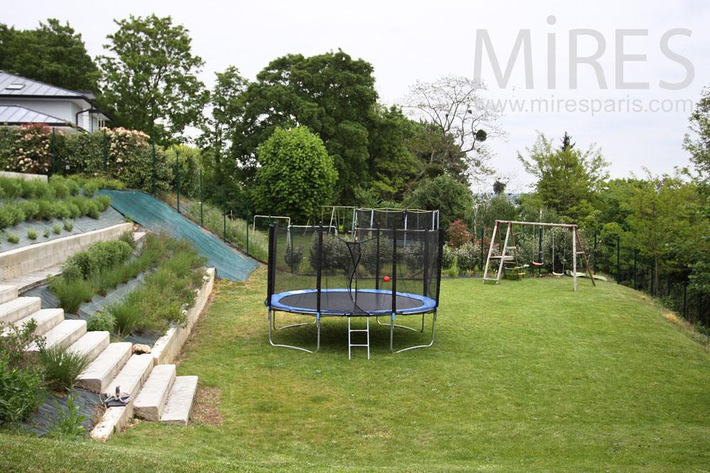 Acrobatics garden on two levels. C0878