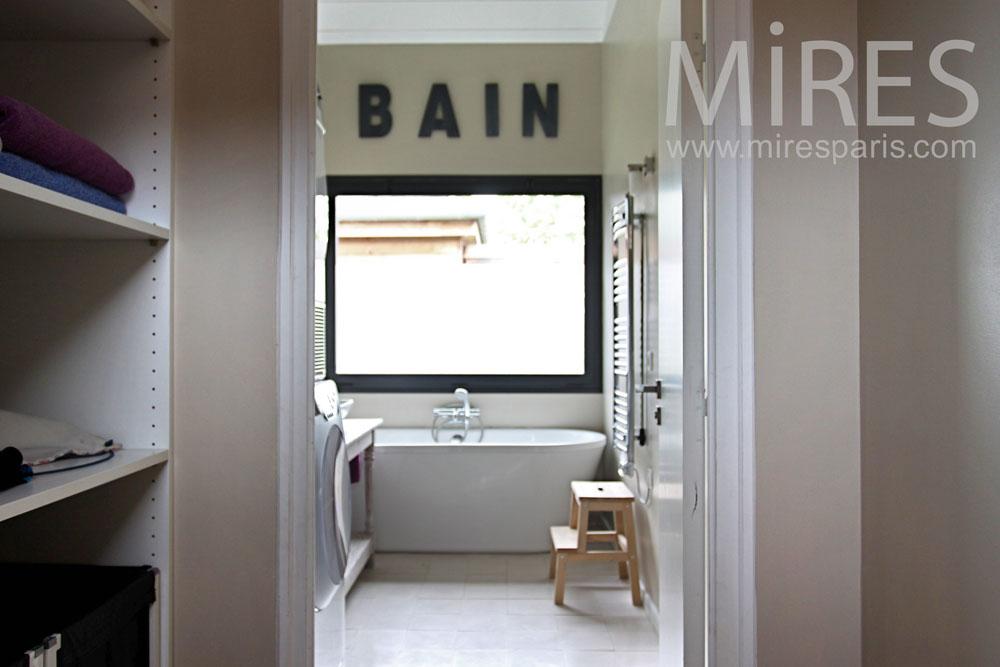 Une salle de bains pour deux. C0878