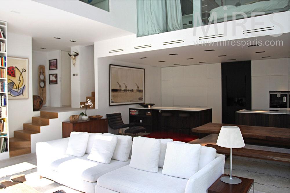 Petit hôtel particulier, moderne et ingénieux. C0884