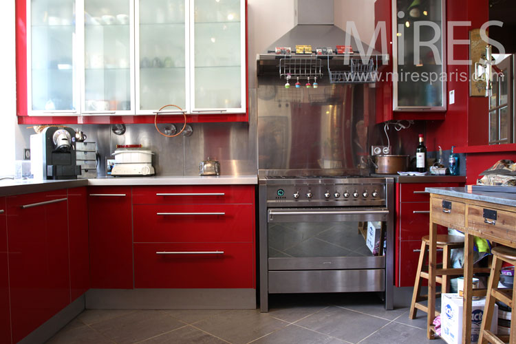 Red and metal kitchen. C0894