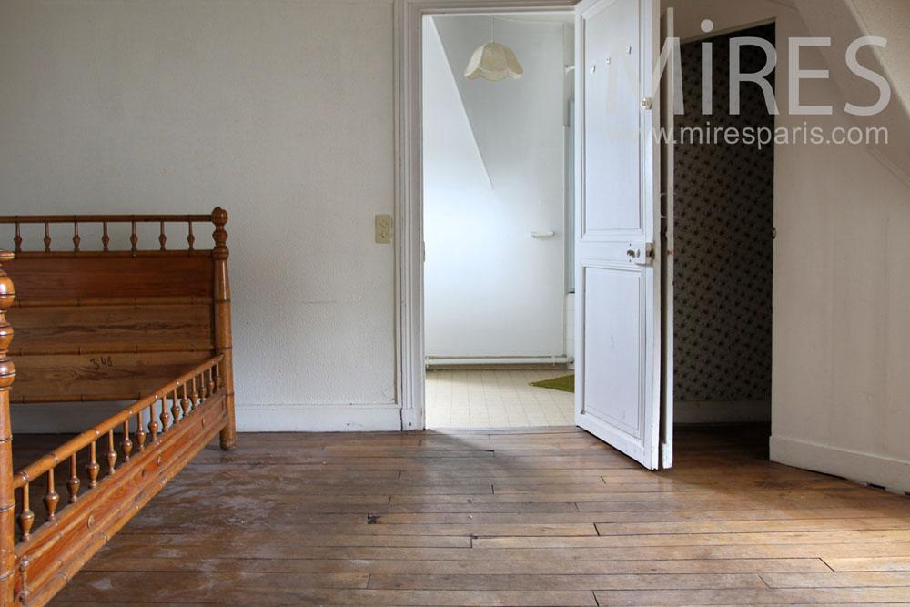 Chambre et salle de bains sous les toits c0630 mires paris - Salle de bain sous les toits ...
