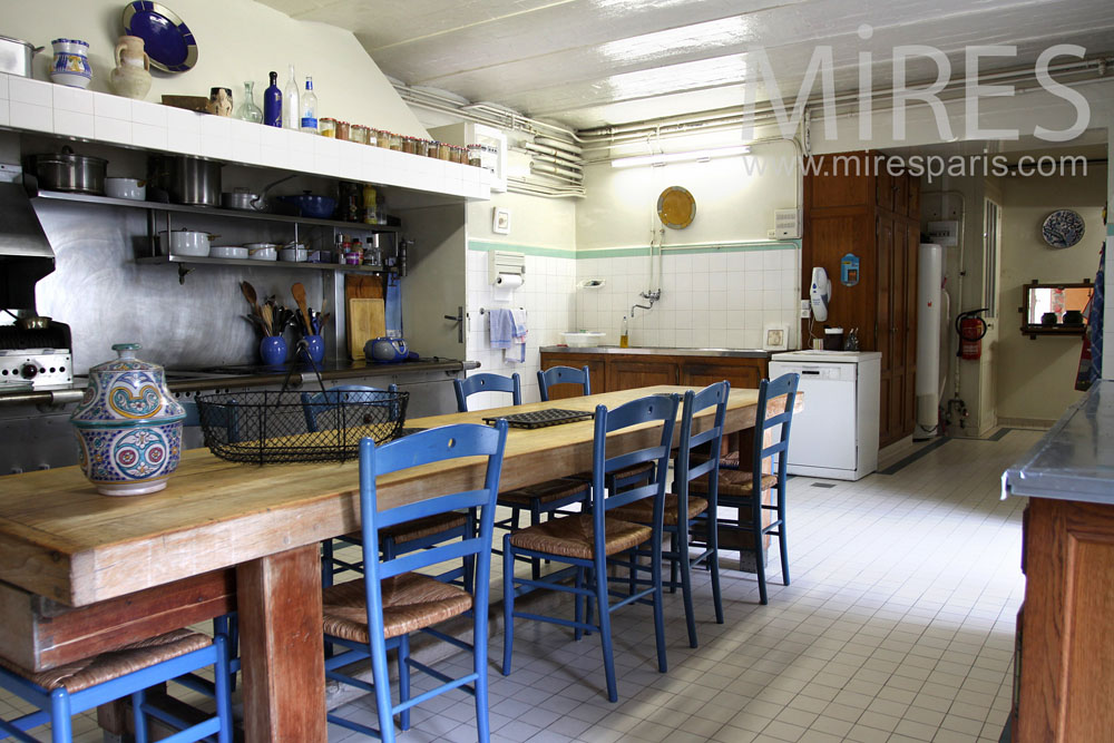 A kitchen like in a testaurant. C0896
