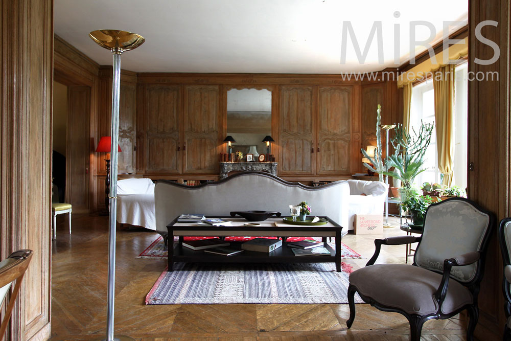 Double living-room, desk with wood. C0896