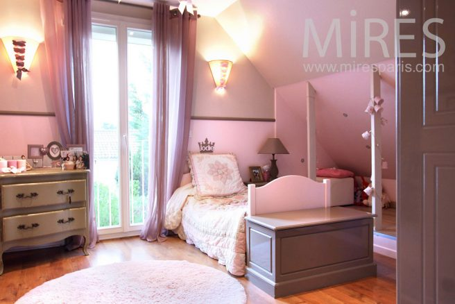 double chambre pour les deux soeurs c0911 mires paris. Black Bedroom Furniture Sets. Home Design Ideas